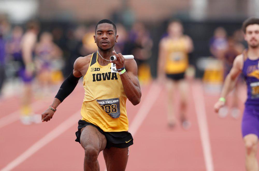 Iowa's Antonio Woodard runs the final leg of 4x100 during the 2018 MUSCO Twilight Invitational  Thursday, April 12, 2018 at the Cretzmeyer Track. (Brian Ray/hawkeyesports.com)