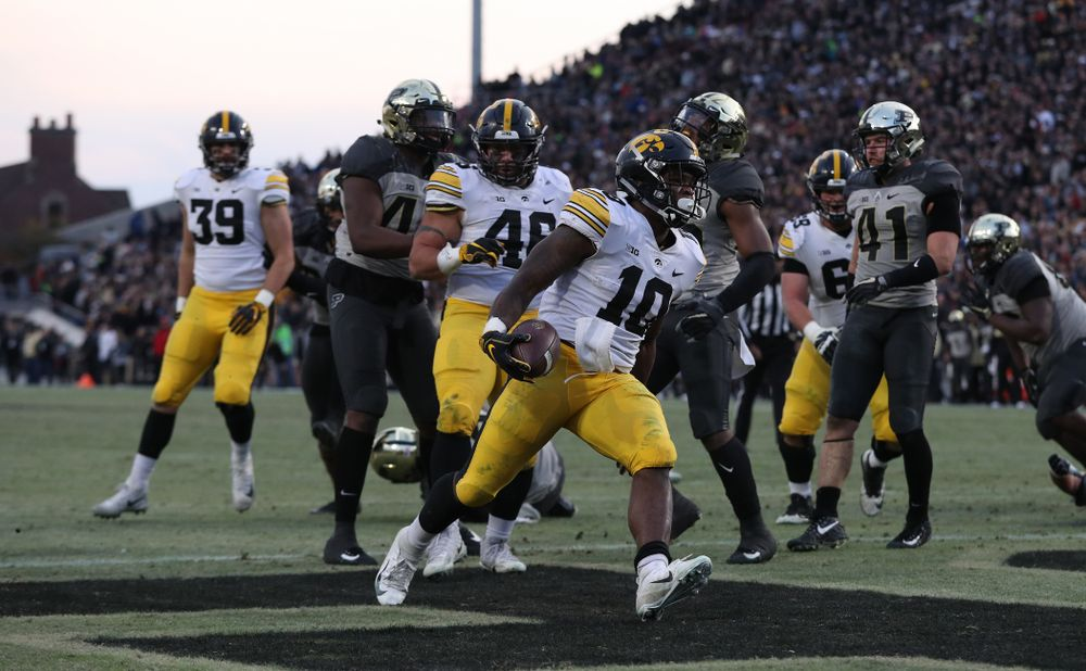 Iowa Hawkeyes running back Mekhi Sargent (10) against the Purdue Boilermakers Saturday, November 3, 2018 Ross Ade Stadium in West Lafayette, Ind. (Brian Ray/hawkeyesports.com)