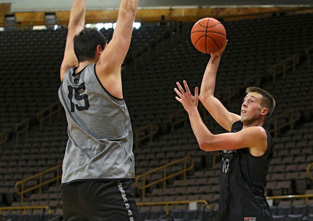 Iowa Hawkeyes guard Joe Wieskamp (10) looks to pass around forward Ryan Kriener (15) during practice at Carver-Hawkeye Arena in Iowa City on Monday, Sep 30, 2019. (Stephen Mally/hawkeyesports.com)