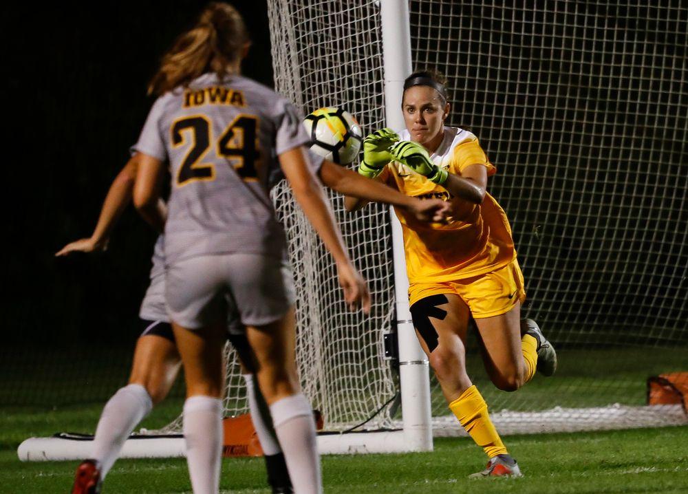 Iowa Hawkeyes goalkeeper Claire Graves (1)