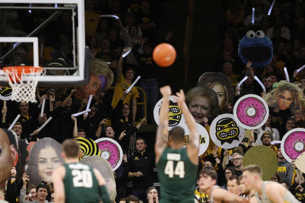 Fans cheer for the Iowa Hawkeyes against the Michigan State Spartans Thursday, January 24, 2019 at Carver-Hawkeye Arena. (Brian Ray/hawkeyesports.com)