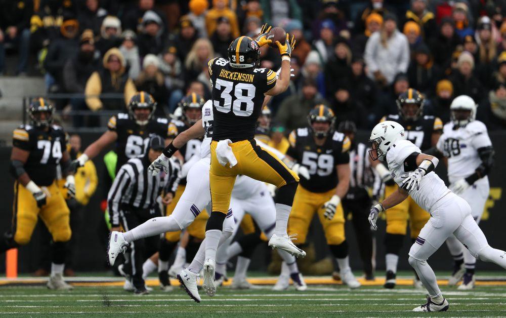 Iowa Hawkeyes tight end T.J. Hockenson (38) against the Northwestern Wildcats Saturday, November 10, 2018 at Kinnick Stadium. (Brian Ray/hawkeyesports.com)