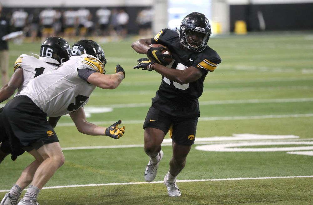 Iowa Hawkeyes running back Tyler Goodson (15)