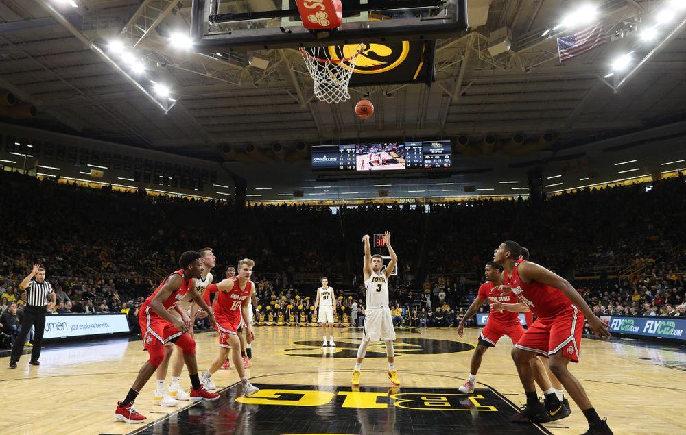 Iowa Hawkeyes guard Jordan Bohannon (3) makes his 1,00th career point against the Ohio State Buckeyes Saturday, January 12, 2019 at Carver-Hawkeye Arena. (Brian Ray/hawkeyesports.com)
