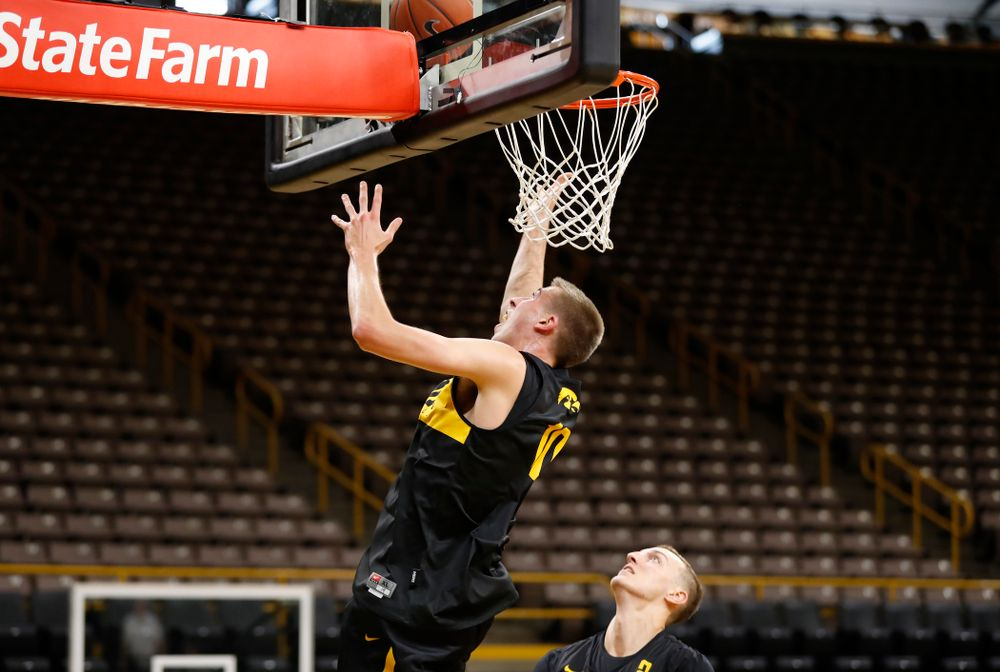 Iowa Hawkeyes guard Joe Wieskamp (10) goes to the hoop during the first practice of the season Monday, October 1, 2018 at Carver-Hawkeye Arena. (Brian Ray/hawkeyesports.com)