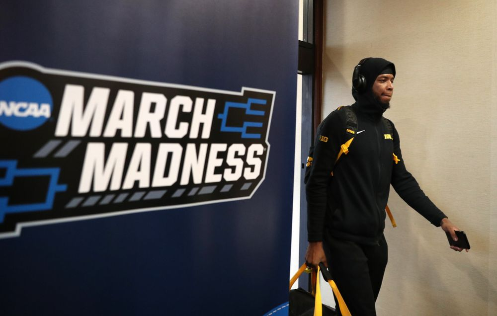 Iowa Hawkeyes guard Isaiah Moss (4) arrives at the team hotel in Columbus for the first and second rounds of the 2019 NCAA Men's Basketball Tournament Wednesday, March 20, 2019. (Brian Ray/hawkeyesports.com)