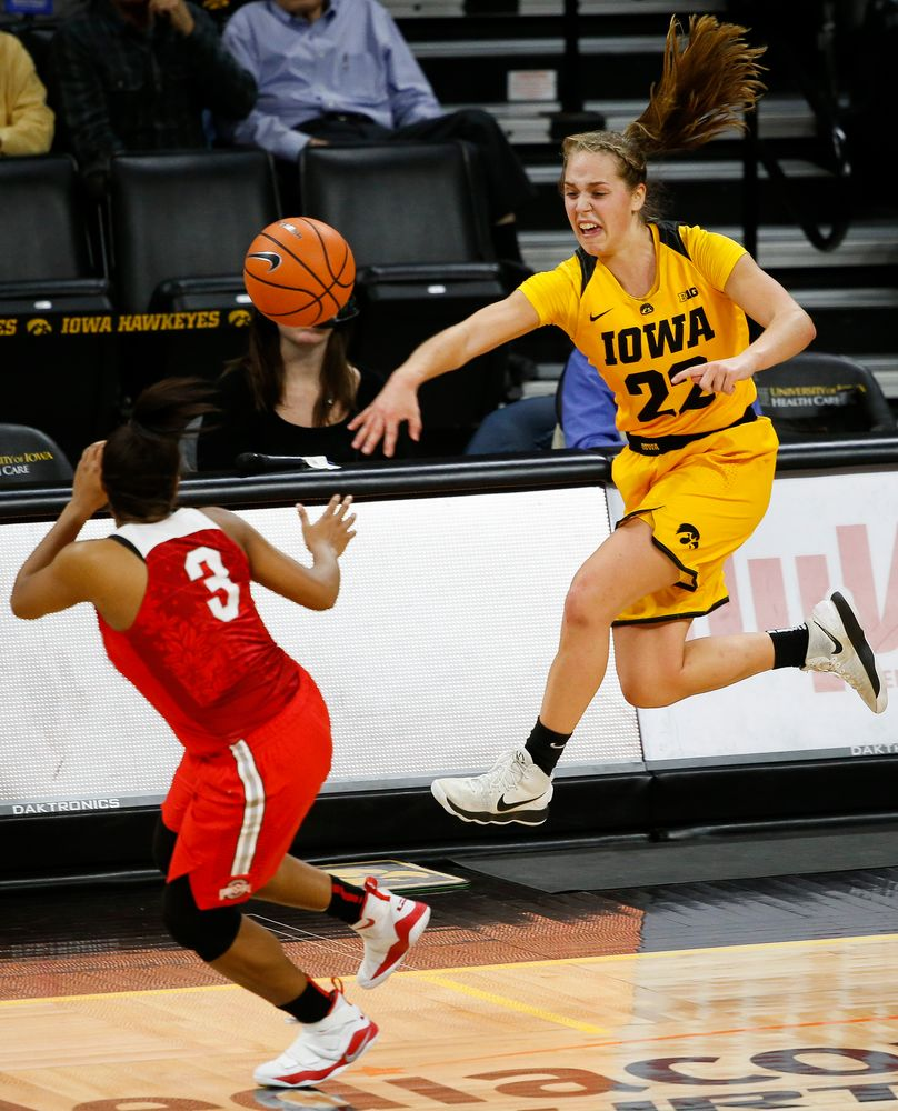 Iowa Hawkeyes guard Kathleen Doyle (22) tries to save a loose ball during a game against the Ohio State Buckeyes at Carver-Hawkeye Arena on January 25, 2018. (Tork Mason/hawkeyesports.com)