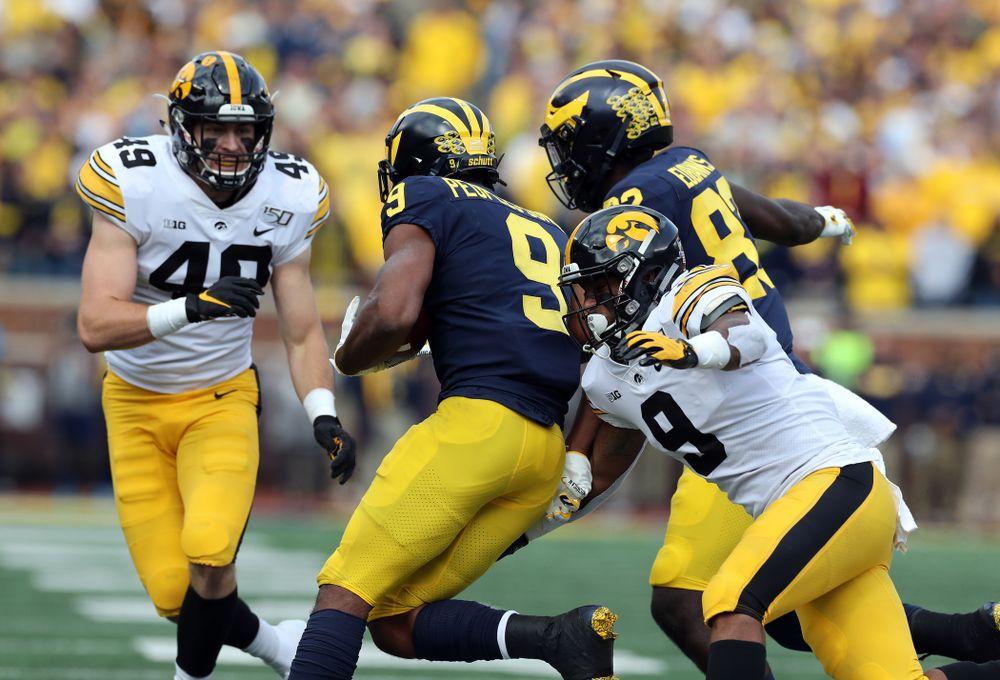 Iowa Hawkeyes defensive back Geno Stone (9) against the Michigan Wolverines Saturday, October 5, 2019 at Michigan Stadium in Ann Arbor, MI. (Brian Ray/hawkeyesports.com)