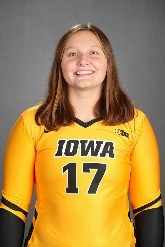 Leanne Lowry - Volleyball - University of Iowa Athletics