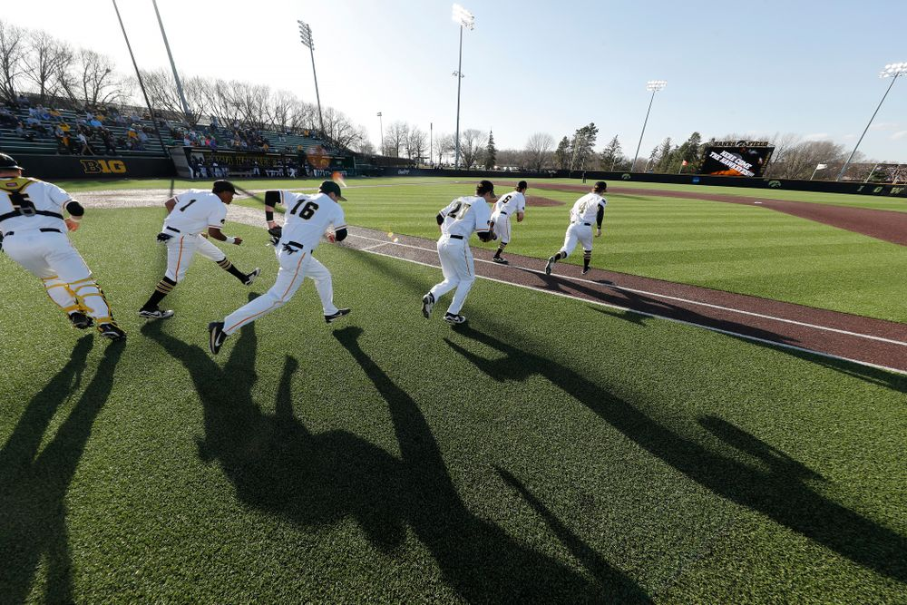 The Iowa Hawkeyes against the Michigan Wolverines Friday, April 27, 2018 at Duane Banks Field in Iowa City. (Brian Ray/hawkeyesports.com)