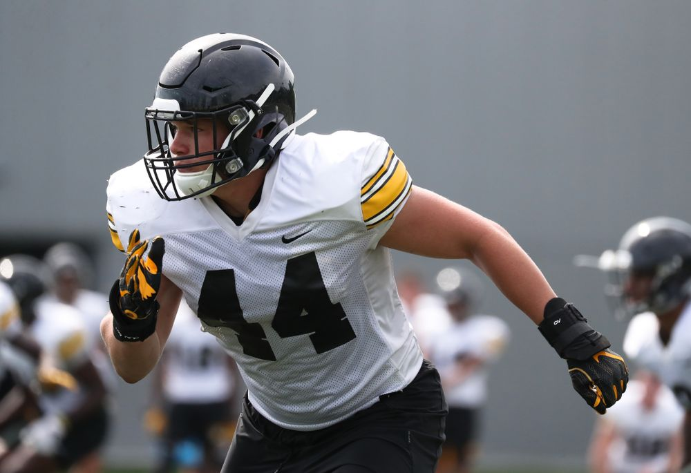 Iowa Hawkeyes linebacker Seth Benson (44)