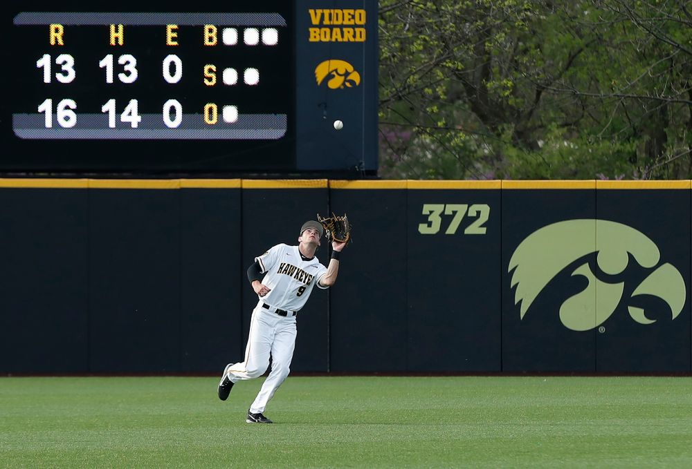 Iowa Hawkeyes outfielder Ben Norman (9) against the Oklahoma State Cowboys Saturday, May 5, 2018 at Duane Banks Field. (Brian Ray/hawkeyesports.com)