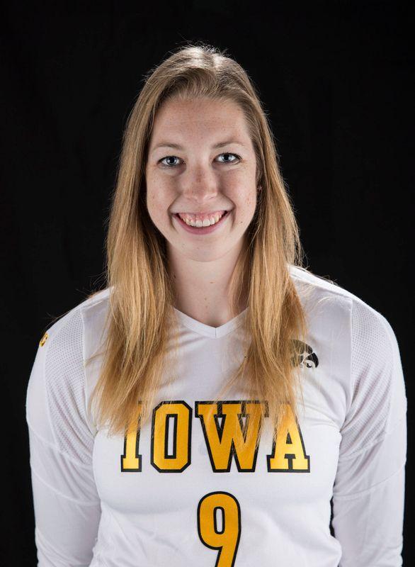 Emily Yanny - Volleyball - University of Iowa Athletics