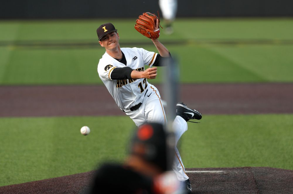 Iowa Hawkeyes pitcher Nick Nelsen (12) against the Oklahoma State Cowboys Saturday, May 5, 2018 at Duane Banks Field. (Brian Ray/hawkeyesports.com)