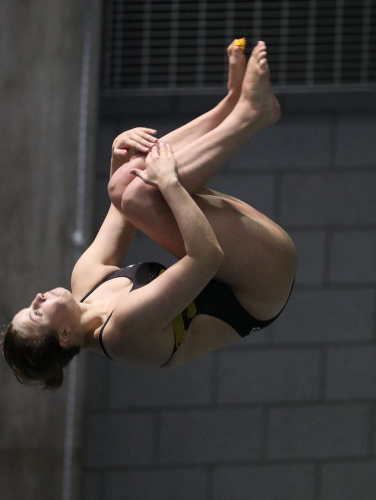 Iowa's Claire Park competes on the 3-meter springboard against the Iowa State Cyclones in the Iowa Corn Cy-Hawk Series Friday, December 7, 2018 at at the Campus Recreation and Wellness Center. (Brian Ray/hawkeyesports.com)
