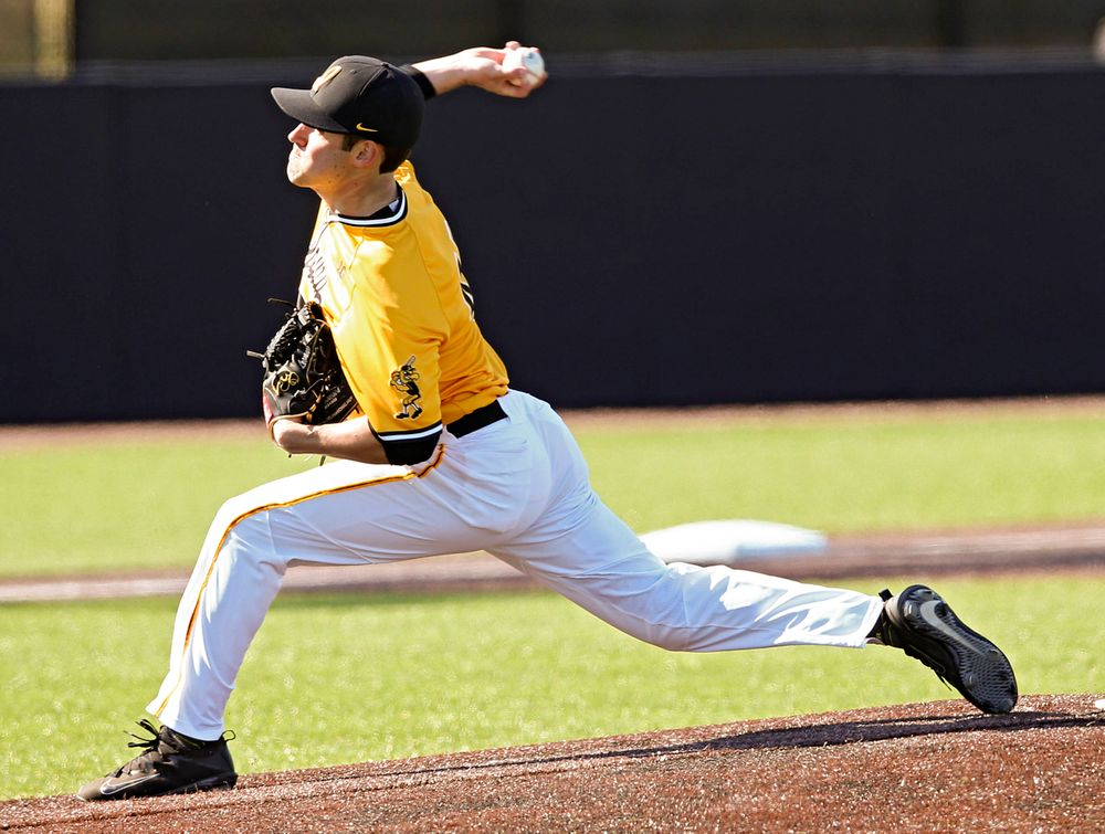 Iowa Hawkeyes pitcher Grant Leonard (43) delivers to the plate during the ninth inning against Illinois at Duane Banks Field in Iowa City on Sunday, Mar. 31, 2019. (Stephen Mally/hawkeyesports.com)