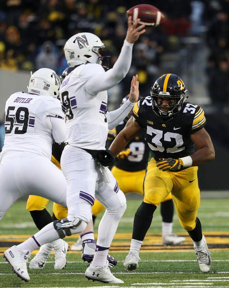 Iowa Hawkeyes linebacker Djimon Colbert (32) rushes the quarterback during a game against Northwestern at Kinnick Stadium on November 10, 2018. (Tork Mason/hawkeyesports.com)