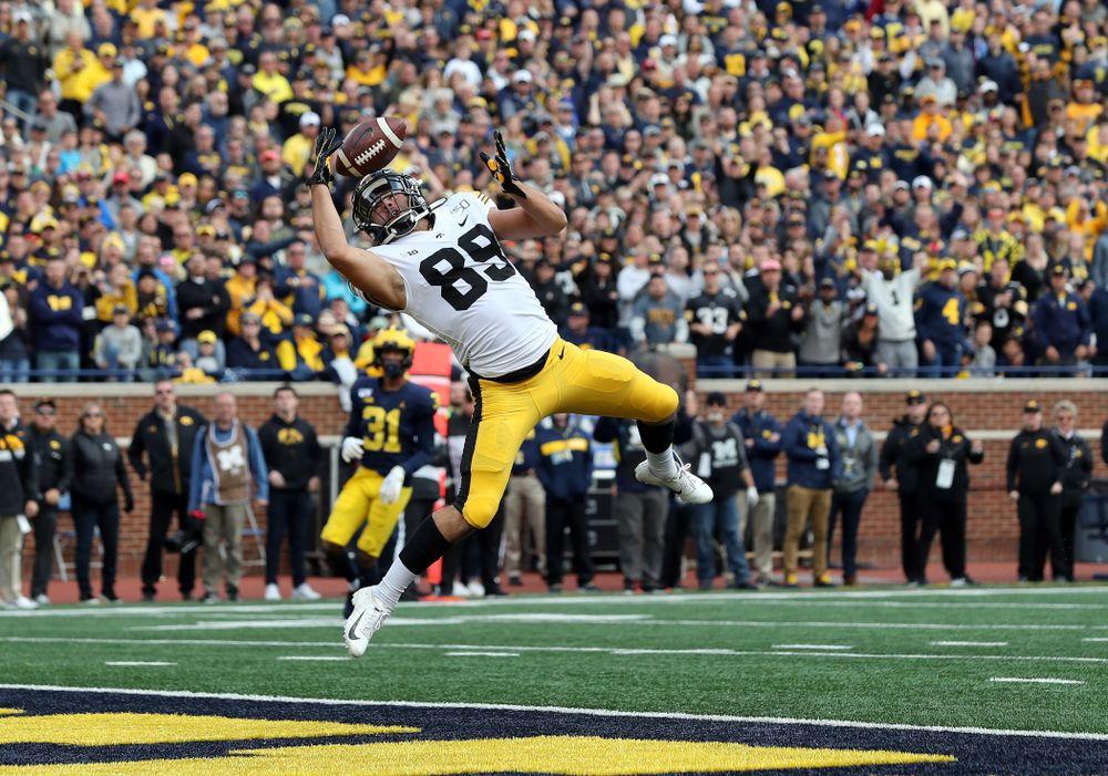 Iowa Hawkeyes wide receiver Nico Ragaini (89) against the Michigan Wolverines Saturday, October 5, 2019 at Michigan Stadium in Ann Arbor, MI. (Brian Ray/hawkeyesports.com)