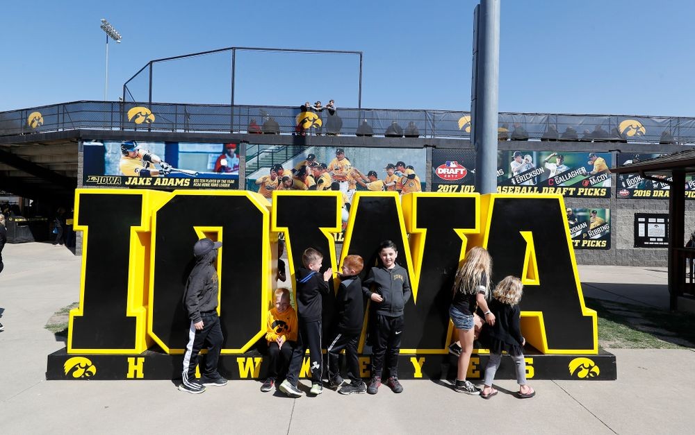 Fans take photos before the Iowa Hawkeyes game against the Michigan Wolverines Sunday, April 29, 2018 at Duane Banks Field. (Brian Ray/hawkeyesports.com)