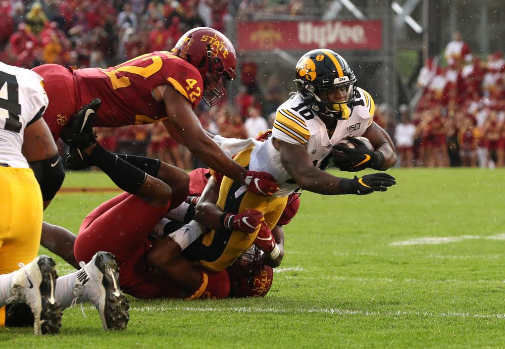 Iowa Hawkeyes running back Mekhi Sargent (10) against the Iowa State Cyclones Saturday, September 14, 2019 at Jack Trice Stadium in Ames, Iowa. (Brian Ray/hawkeyesports.com)