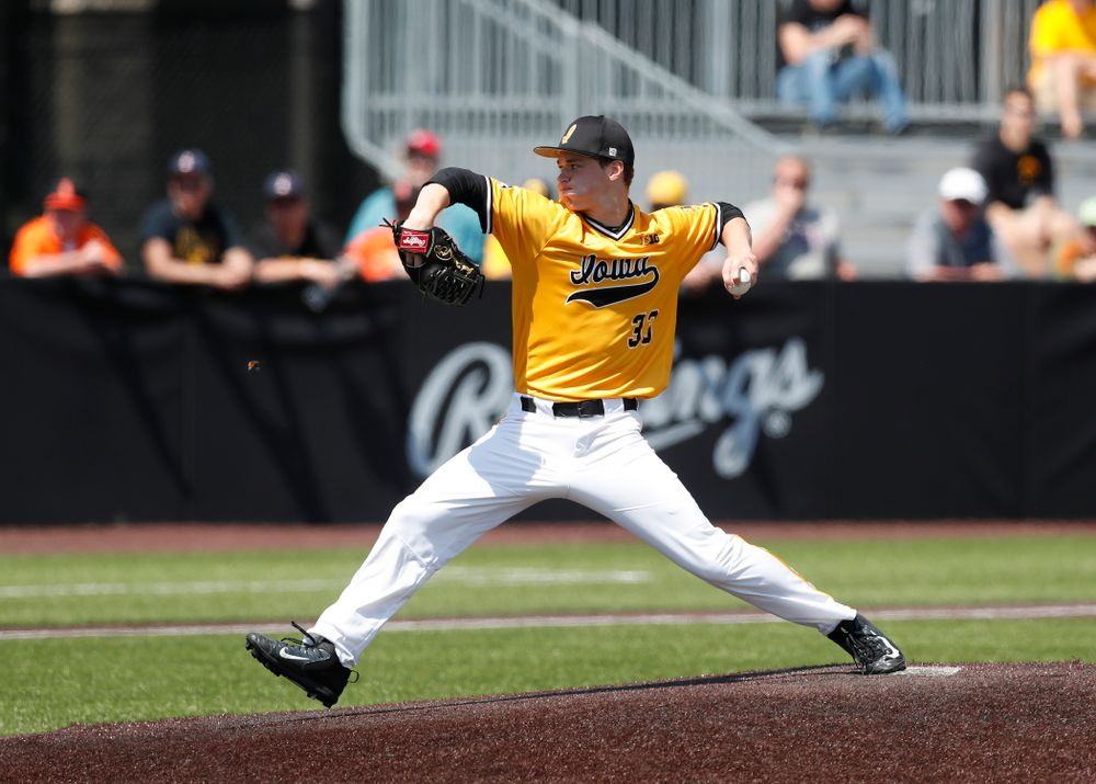 Iowa Hawkeyes pitcher Jack Dreyer (33) against the Oklahoma State Cowboys Sunday, May 6, 2018 at Duane Banks Field. (Brian Ray/hawkeyesports.com)