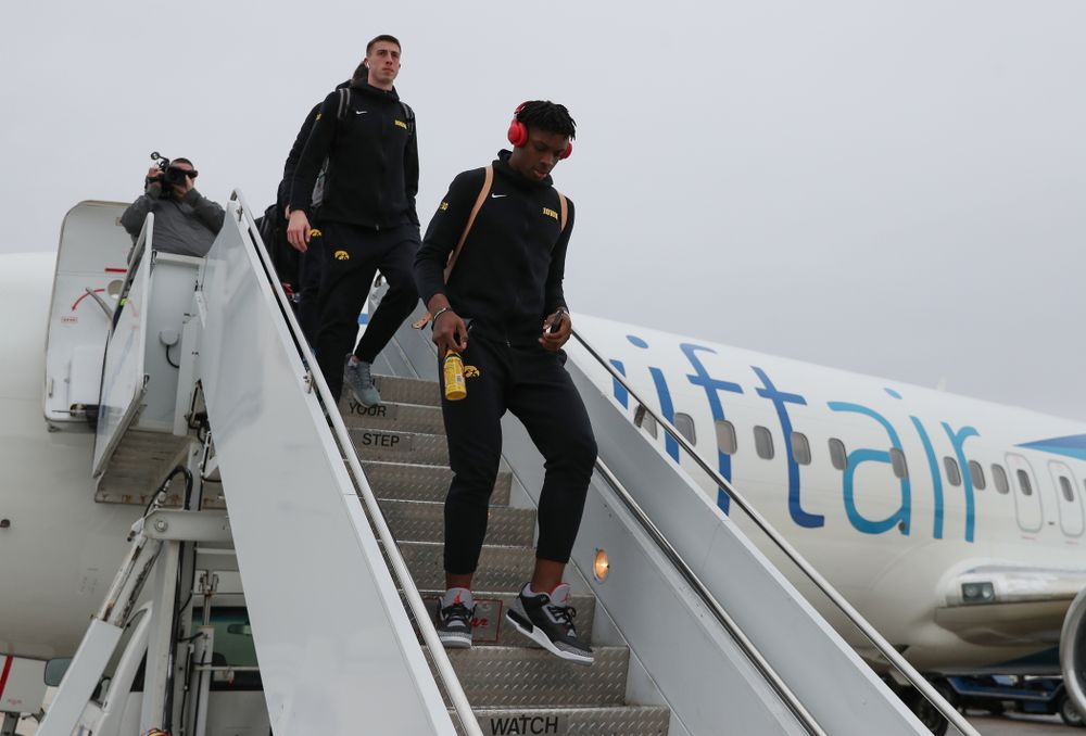 Iowa Hawkeyes forward Tyler Cook (25) arrives in Columbus for the first and second rounds of the 2019 NCAA Men's Basketball Tournament Wednesday, March 20, 2019. (Brian Ray/hawkeyesports.com)