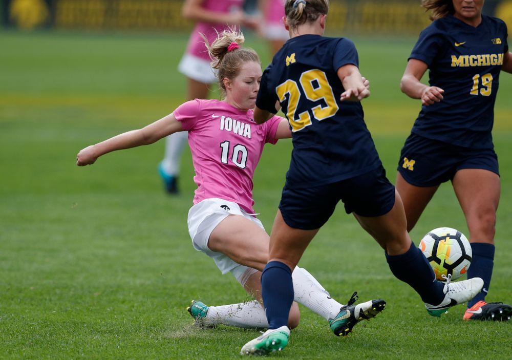 Iowa Hawkeyes Natalie Winters (10) against Michigan Sunday, October 14, 2018 at the Iowa Soccer Complex. (Brian Ray/hawkeyesports.com)