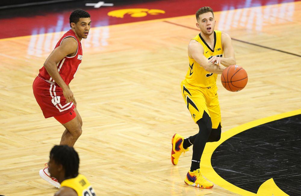 Iowa Hawkeyes guard Jordan Bohannon (3) passes the ball against Wisconsin on November 30, 2018 at Carver-Hawkeye Arena. (Tork Mason/hawkeyesports.com)