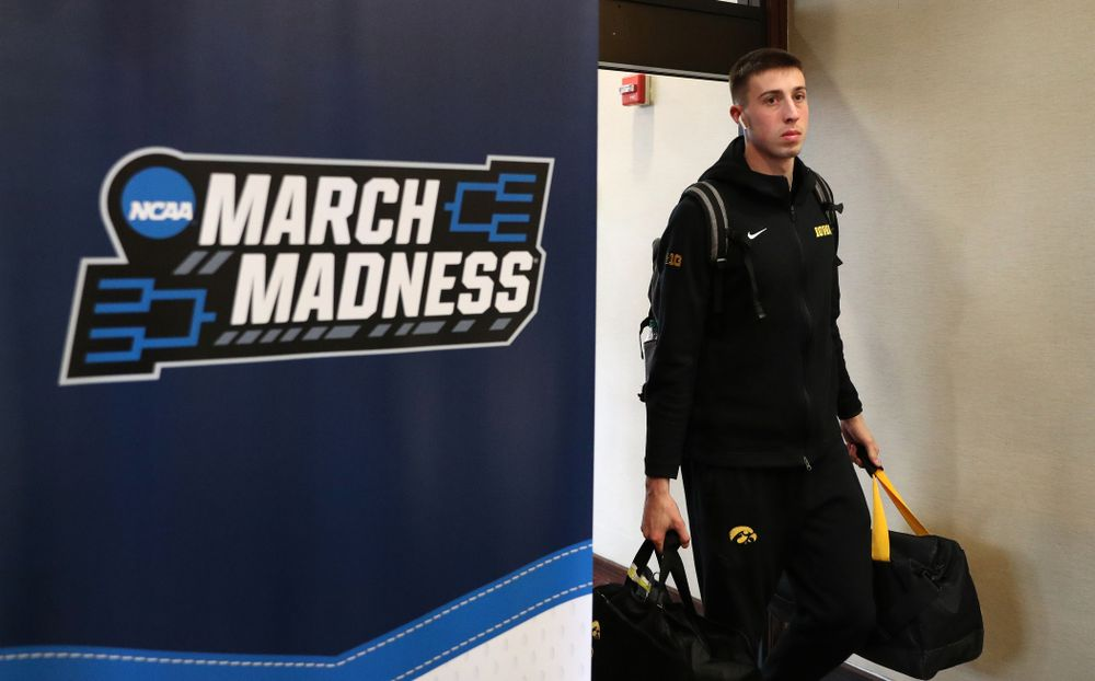 Iowa Hawkeyes guard Joe Wieskamp (10) arrives at the team hotel in Columbus for the first and second rounds of the 2019 NCAA Men's Basketball Tournament Wednesday, March 20, 2019. (Brian Ray/hawkeyesports.com)