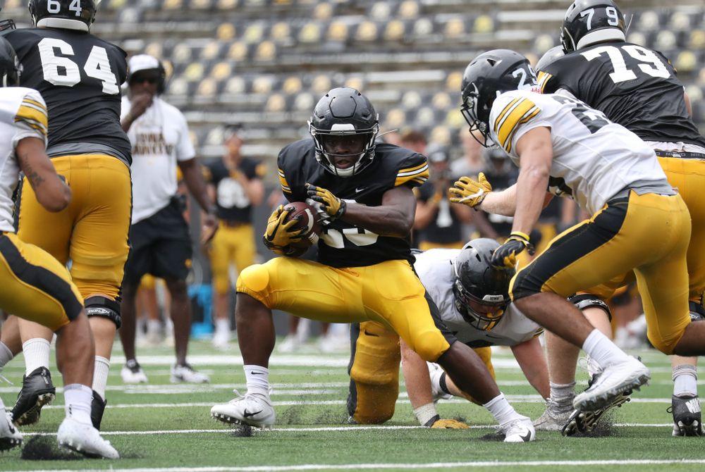 RB Shadrick Byrd (23) running the rock