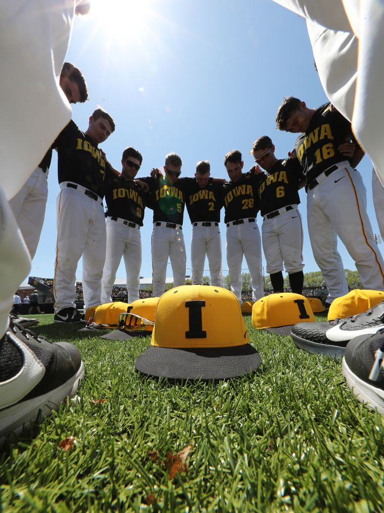 The Iowa Hawkeyes gather before game two against UC Irvine Saturday, May 4, 2019 at Duane Banks Field. (Brian Ray/hawkeyesports.com)
