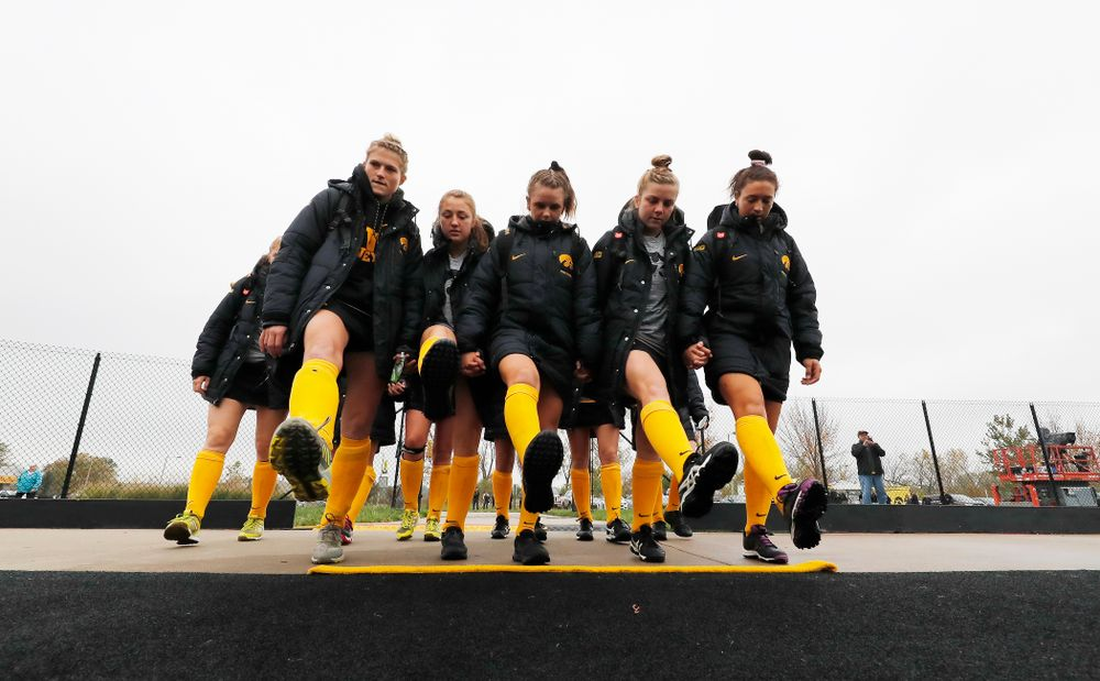 The Iowa Hawkeyes sophomores cross the line Sunday, October 14, 2018 before their game against Maryland. (Brian Ray/hawkeyesports.com)