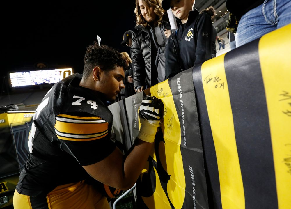 Iowa Hawkeyes offensive lineman Tristan Wirfs (74) during their final spring practice Friday, April 20, 2018 at Kinnick Stadium. (Brian Ray/hawkeyesports.com)