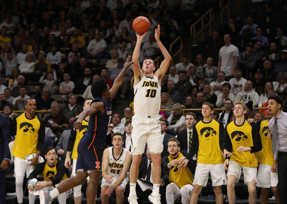 Iowa Hawkeyes guard Joe Wieskamp (10) knocks down a three point basket against the Illinois Fighting Illini Sunday, January 20, 2019 (Brian Ray/hawkeyesports.com)