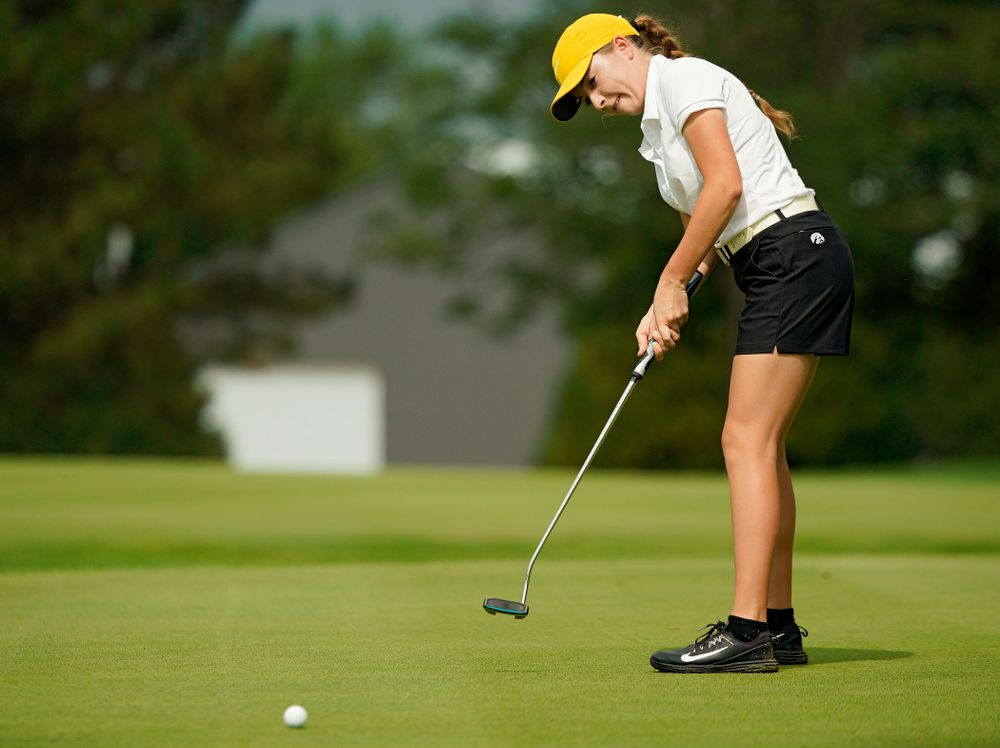 Iowa's Jacquelyn Galloway putts during their dual against Northern Iowa at Pheasant Ridge Golf Course in Cedar Falls on Monday, Sep 2, 2019. (Stephen Mally/hawkeyesports.com)
