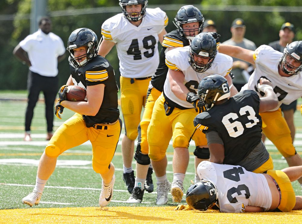 Iowa Hawkeyes' Monte Pottebaum (38) on a run during Fall Camp Practice No. 10 at the Hansen Football Performance Center in Iowa City on Tuesday, Aug 13, 2019. (Stephen Mally/hawkeyesports.com)