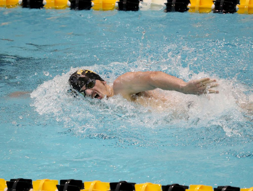 IowaÕs Tom Schab competes in the 1000-yard freestyle against Notre Dame and Illinois Saturday, January 11, 2020 at the Campus Recreation and Wellness Center.  (Brian Ray/hawkeyesports.com)