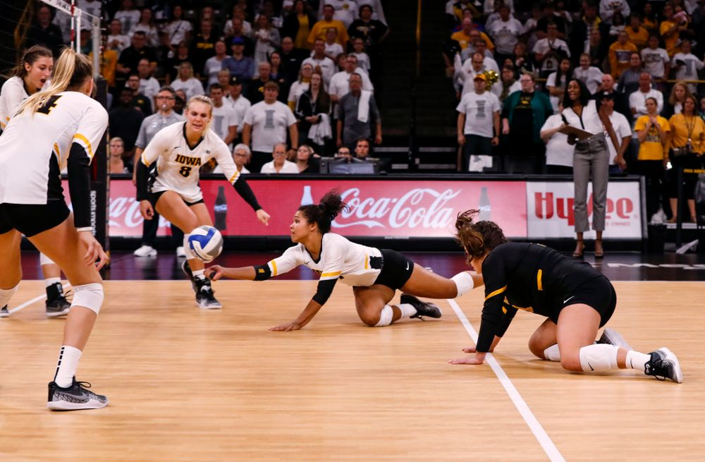 Iowa Hawkeyes setter Gabrielle Orr (7) digs up a ball against the Michigan State Spartans Friday, September 21, 2018 at Carver-Hawkeye Arena. (Brian Ray/hawkeyesports.com)