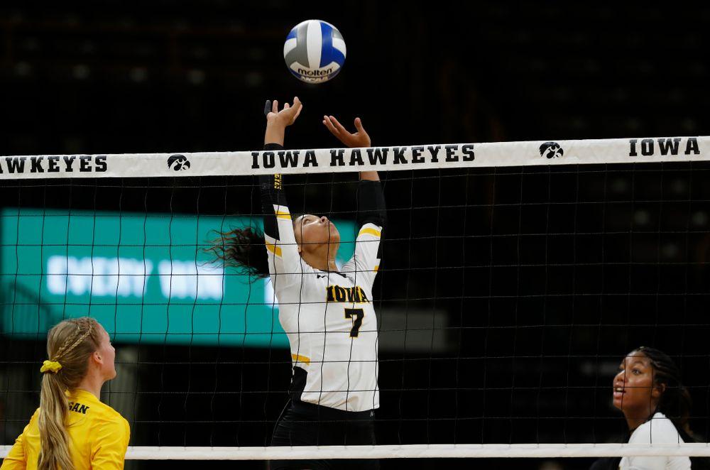 Iowa Hawkeyes setter Gabrielle Orr (7) against the Michigan Wolverines Sunday, September 23, 2018 at Carver-Hawkeye Arena. (Brian Ray/hawkeyesports.com)