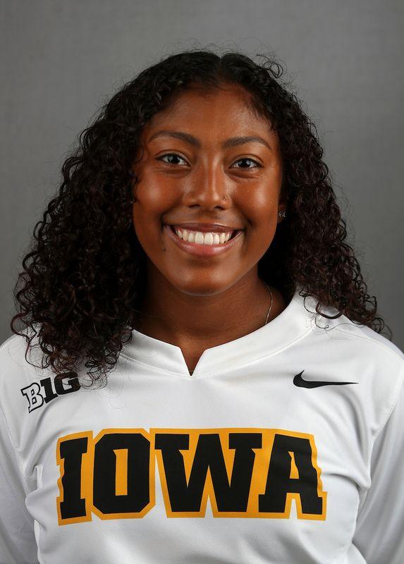 Nia  Carter - Softball - University of Iowa Athletics