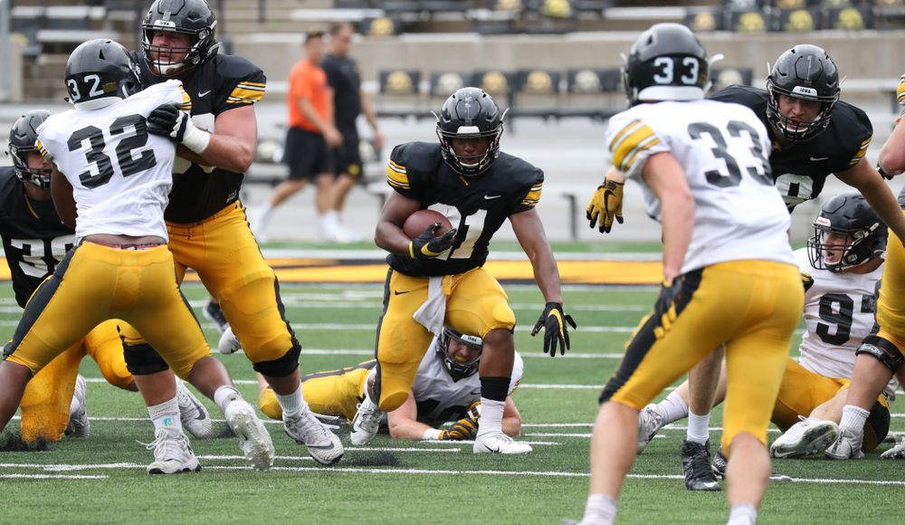 RB Ivory Kelly-Martin (21) runs up the middle