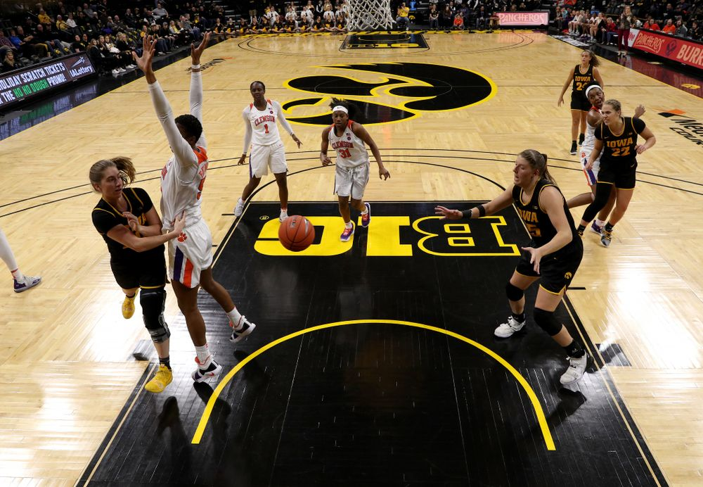 Iowa Hawkeyes guard Kate Martin (20) dishes off a pass to forward/center Monika Czinano against Clemson Wednesday, December 4, 2019 at Carver-Hawkeye Arena. (Brian Ray/hawkeyesports.com)