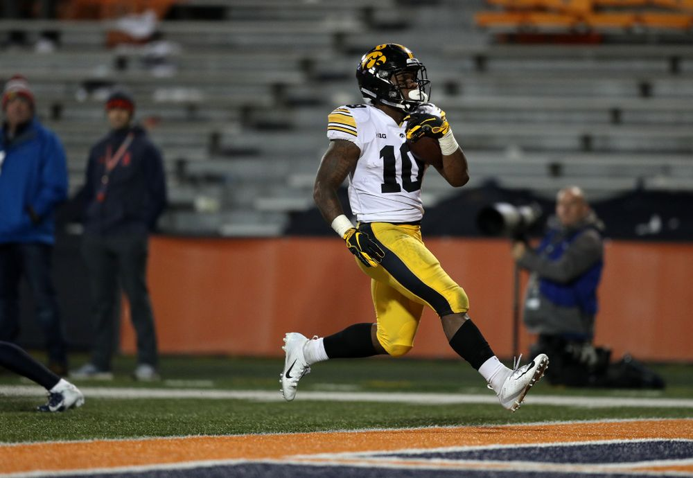 Iowa Hawkeyes running back Mekhi Sargent (10) scores before against the Illinois Fighting Illini Saturday, November 17, 2018 at Memorial Stadium in Champaign, Ill. (Brian Ray/hawkeyesports.com)