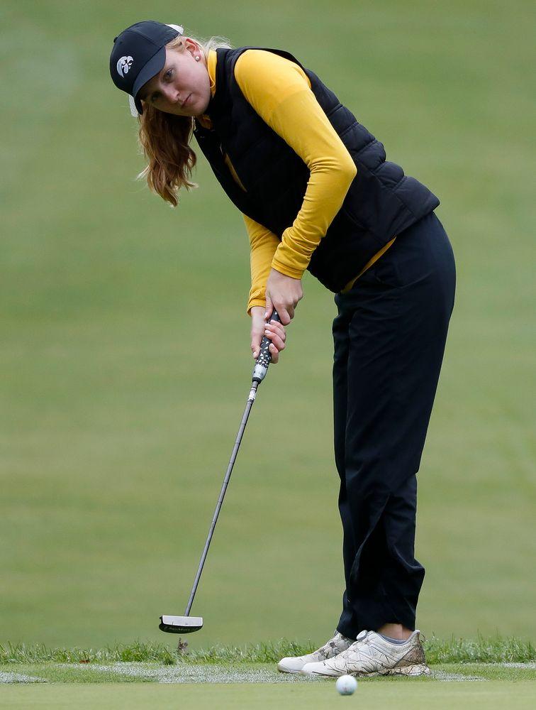 Iowa's Annalee Dannegger putts during the Diane Thomason Invitational at Finkbine Golf Course on September 29, 2018. (Tork Mason/hawkeyesports.com)