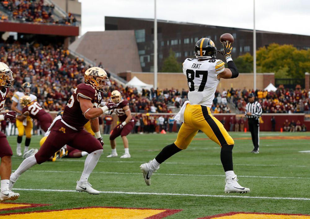 Iowa Hawkeyes tight end Noah Fant (87) against the Minnesota Golden Gophers Saturday, October 6, 2018 at TCF Bank Stadium. (Brian Ray/hawkeyesports.com)