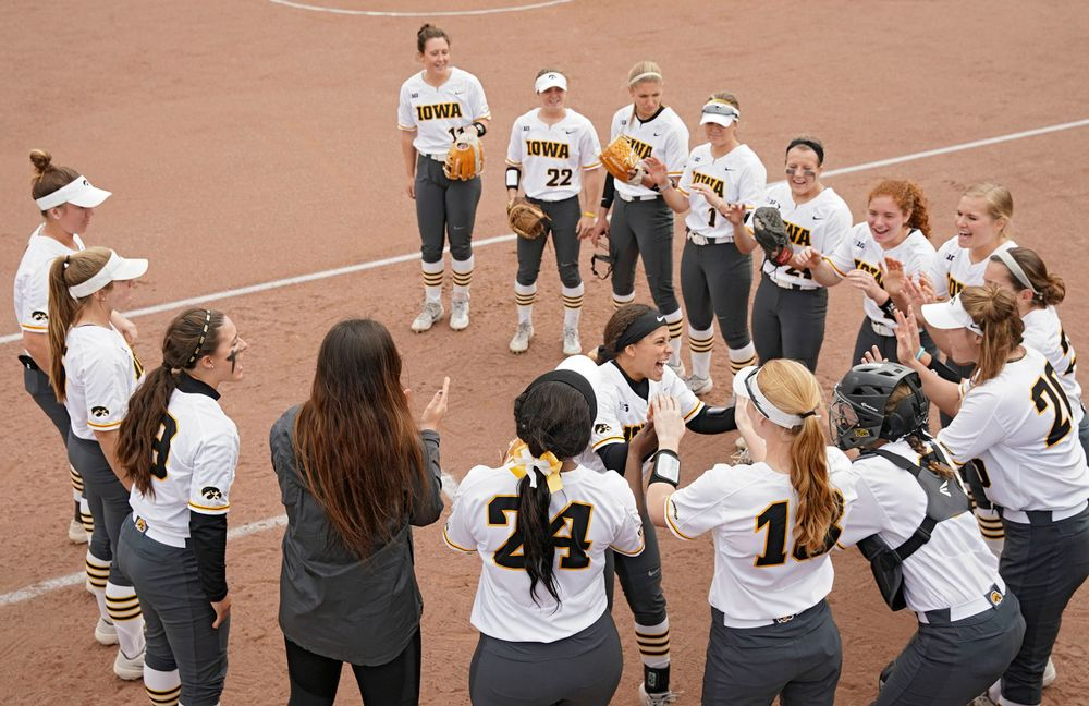 Iowa Hawkeyes' Lea Thompson (7) takes the field before their Big Ten Conference softball game at Pearl Field in Iowa City on Friday, Mar. 29, 2019. (Stephen Mally/hawkeyesports.com)