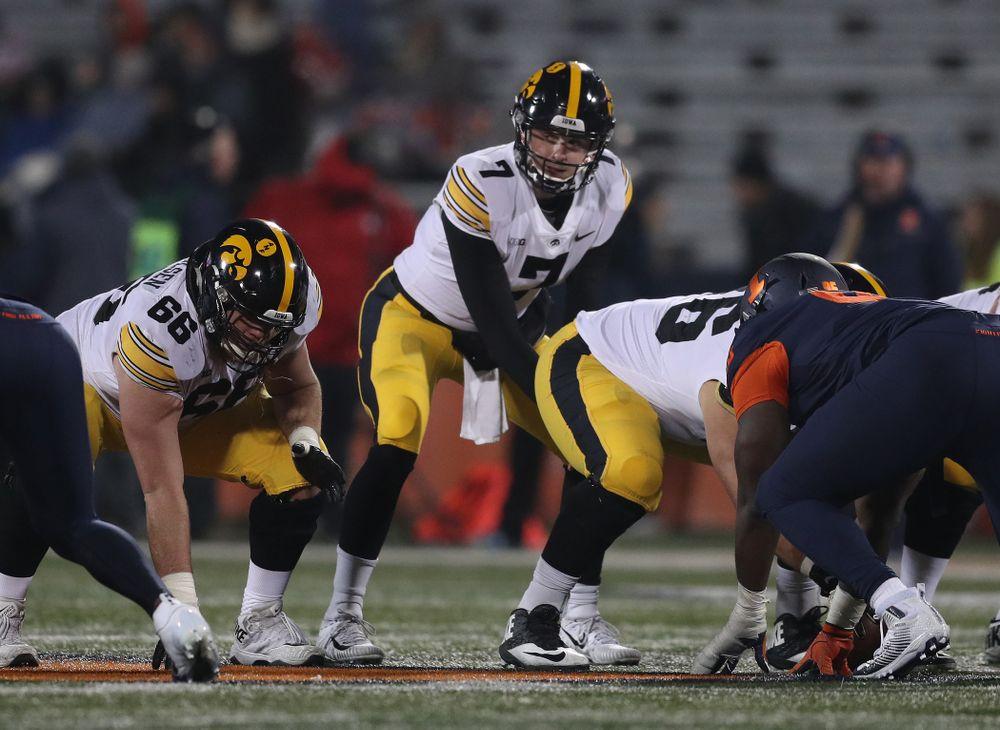 Iowa Hawkeyes quarterback Spencer Petras (7) against the Illinois Fighting Illini Saturday, November 17, 2018 at Memorial Stadium in Champaign, Ill. (Brian Ray/hawkeyesports.com)