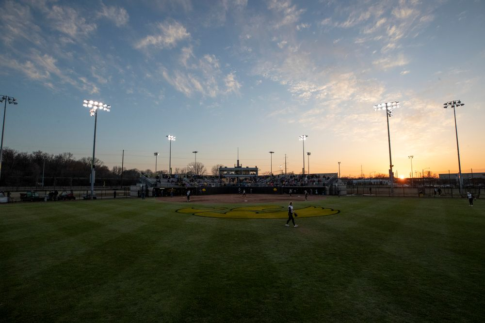 The Iowa Hawkeyes against Western Illinois Tuesday, April 17, 2018 at Bob Pearl Field. (Brian Ray/hawkeyesports.com)