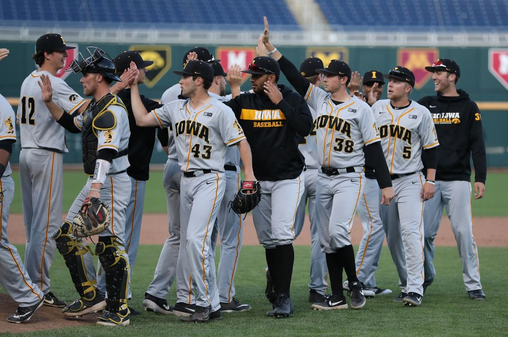 The Iowa Hawkeyes celebrate their victory against the Indiana Hoosiers in the first round of the Big Ten Baseball Tournament Wednesday, May 22, 2019 at TD Ameritrade Park in Omaha, Neb. (Brian Ray/hawkeyesports.com)