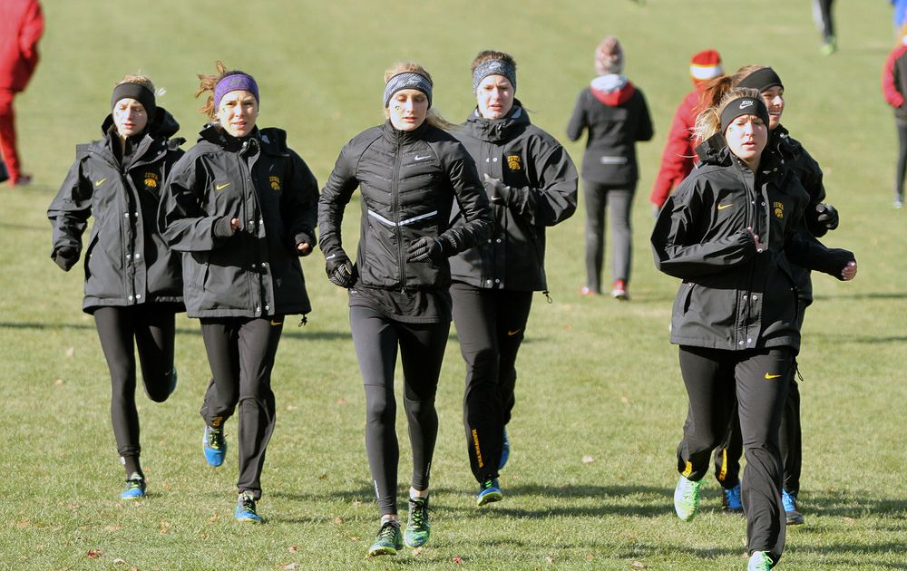 The Iowa women warm up before their 6,000-meter race at the NCAA Regional
